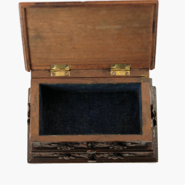 19th Century Black Forest Carved Bear Motif Wood Box with Swing-Out Compartment For Sale 4