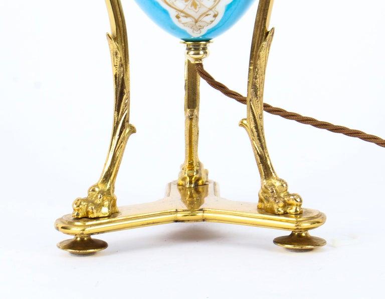 19th Century Bleu Celeste Sèvres Porcelain Ormolu Lamp In Good Condition For Sale In London, GB