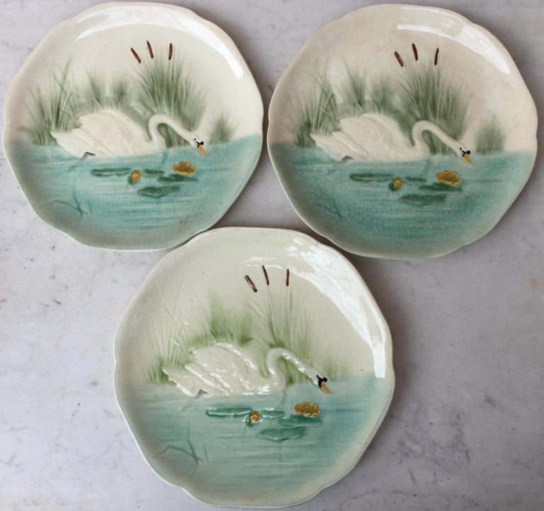 19th Century Blue Majolica Swan Plate Choisy Le Roi In Good Condition For Sale In The Hills, TX