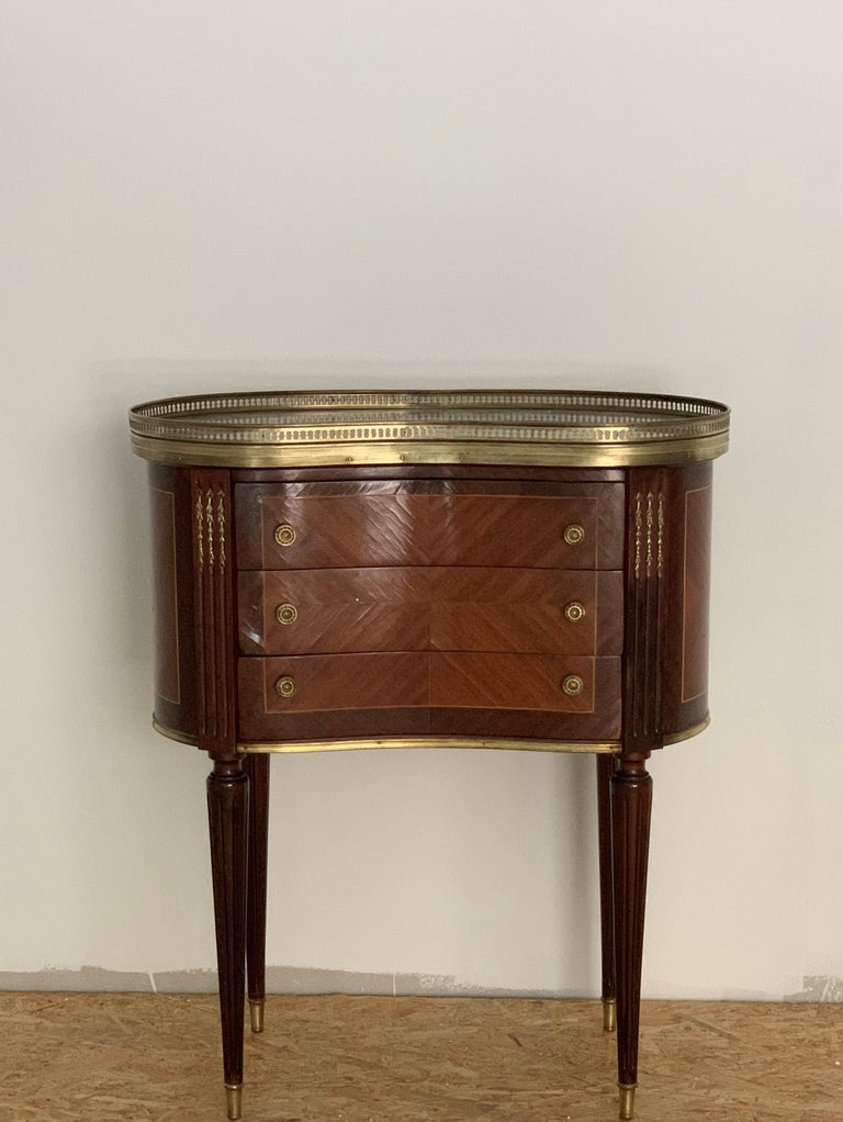 French 19th Century Bouillotte Louis XVI Style, Kidney Shaped Bronze & Walnut Table For Sale