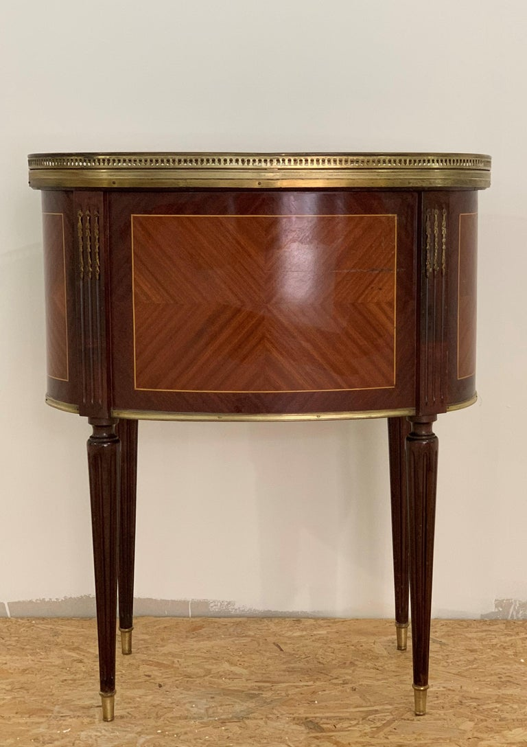 19th Century Bouillotte Louis XVI Style, Kidney Shaped Bronze & Walnut Table In Good Condition For Sale In Miami, FL