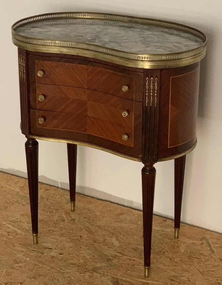 19th Century Bouillotte Louis XVI Style, Kidney Shaped Bronze & Walnut Table For Sale 4