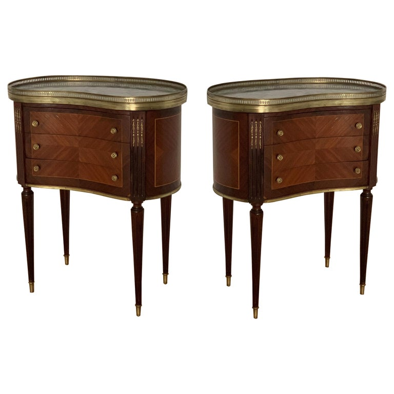 19th Century Bouillotte Louis XVI Style, Kidney Shaped Bronze & Walnut Table For Sale