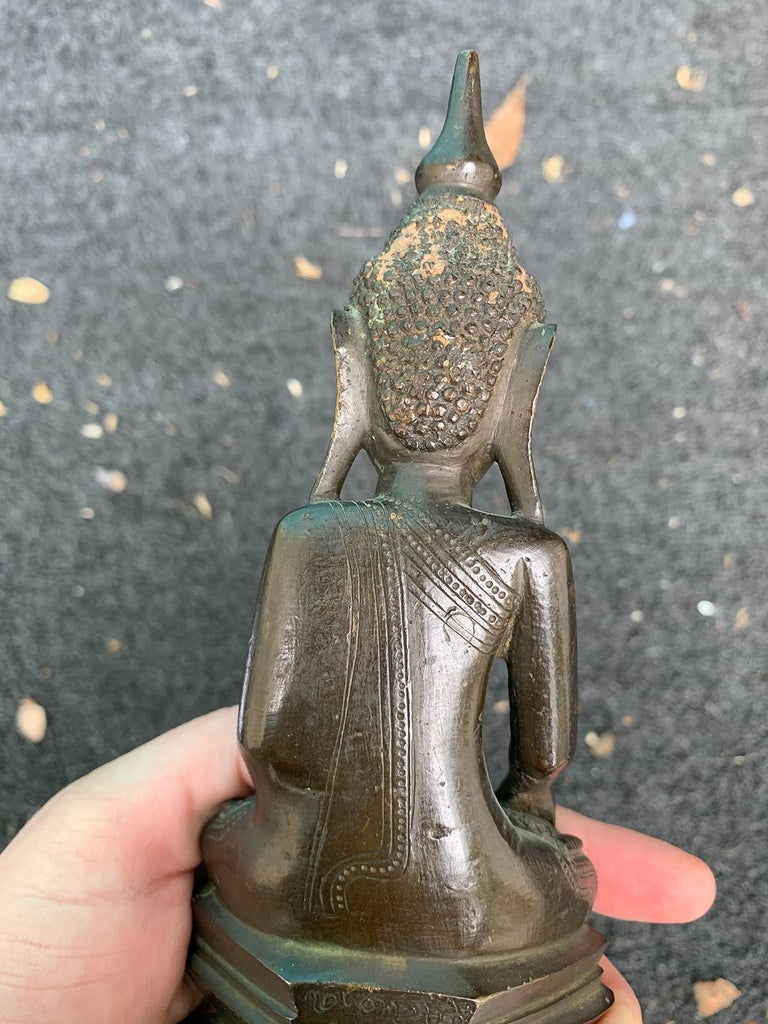 19th Century Bronze Buddha in Lotus Position For Sale 7