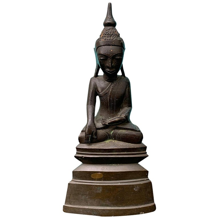 19th Century Bronze Buddha in Lotus Position For Sale