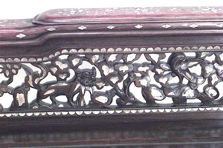 19th Century Burmese Inlaid Pearl Recamier In Good Condition For Sale In New York, NY