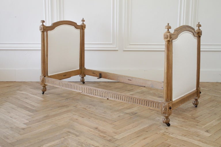 19th Century Carved Natural Walnut Daybed with White Upholstery For Sale 8