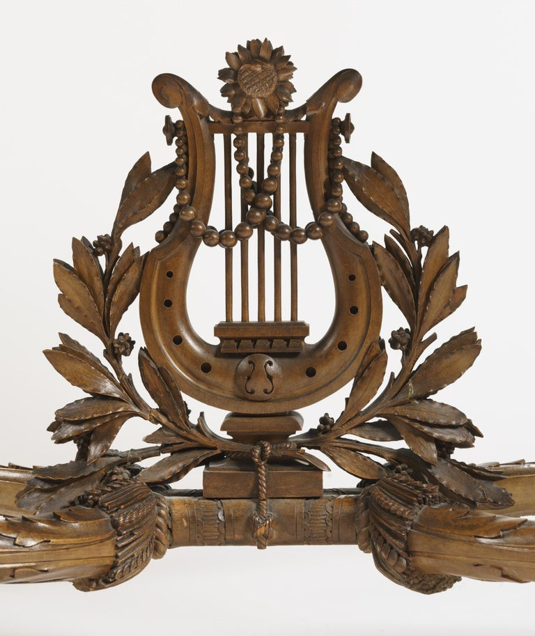 19th Century Carved Table Vitrine in the Louis XVI Manner by Beurdeley In Excellent Condition For Sale In London, GB