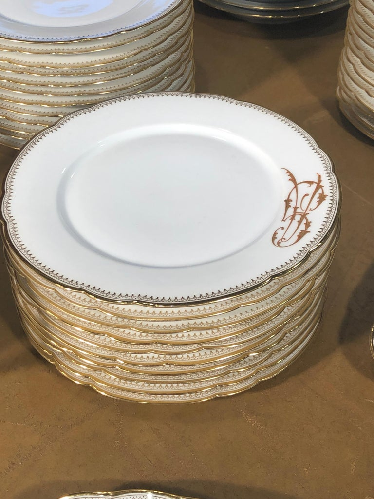19th Century Ceramic Ginori Dinnerware Set Consisting of 102 Pieces, 1880s For Sale 4