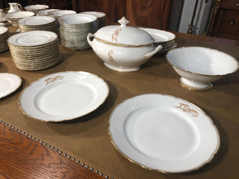 A Fantastic set of 102 pieces of Ginori ceramic, factory origin of Naples, on the edge there are the initials of the family to which it belonged, we think of a noble Neapolitan family, unfortunately we do not have certain information on the name but