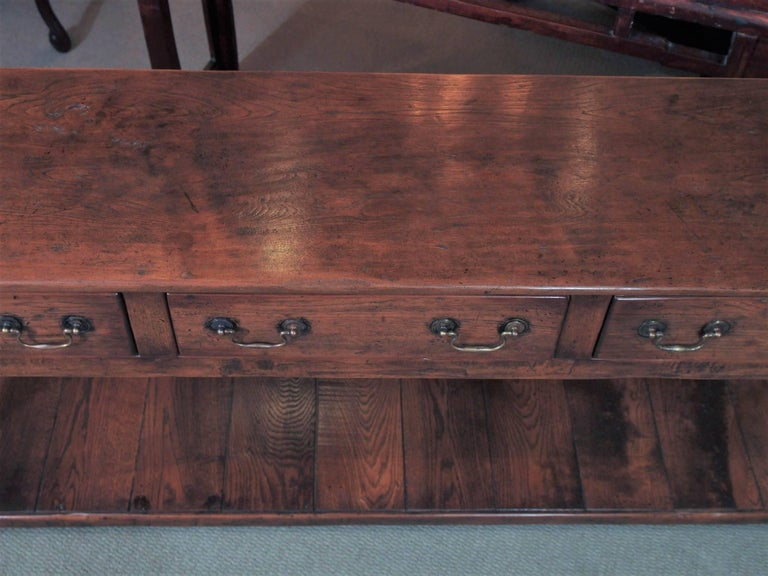 19th Century Chestnut Dresser Base with Pot Board In Excellent Condition For Sale In New Orleans, LA
