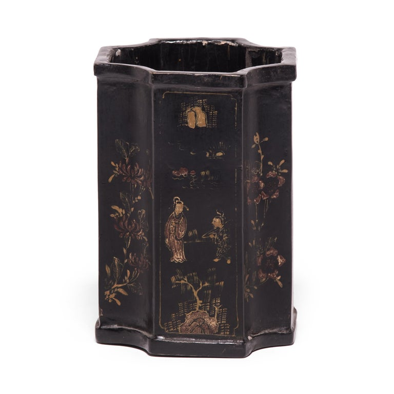 Qing 19th Century Chinese Black Lacquer and Gilt Brush Pot For Sale