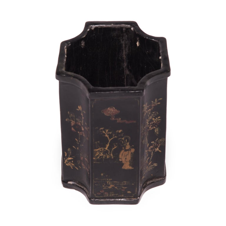 19th Century Chinese Black Lacquer and Gilt Brush Pot In Good Condition For Sale In Chicago, IL