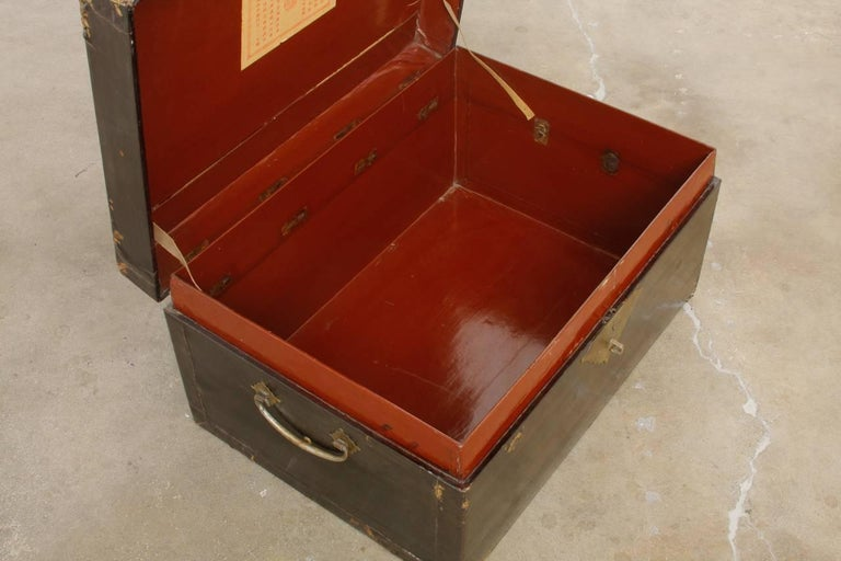 19th Century Chinese Black Lacquered Pigskin Trunk For Sale 5