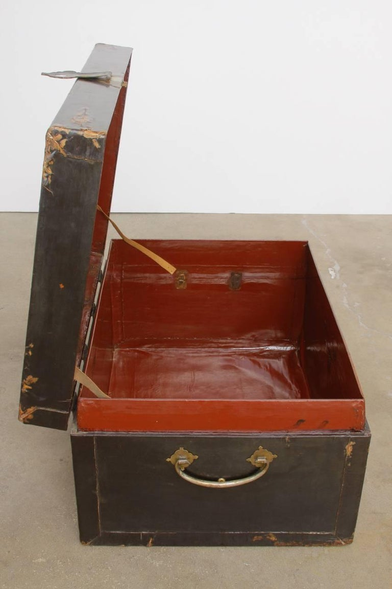 19th Century Chinese Black Lacquered Pigskin Trunk For Sale 6