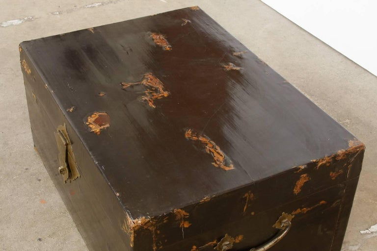 19th Century Chinese Black Lacquered Pigskin Trunk For Sale 1