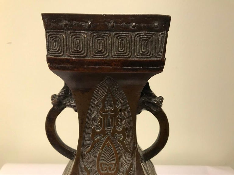 19th Century Chinese Bronze Archaistic Vase For Sale 1
