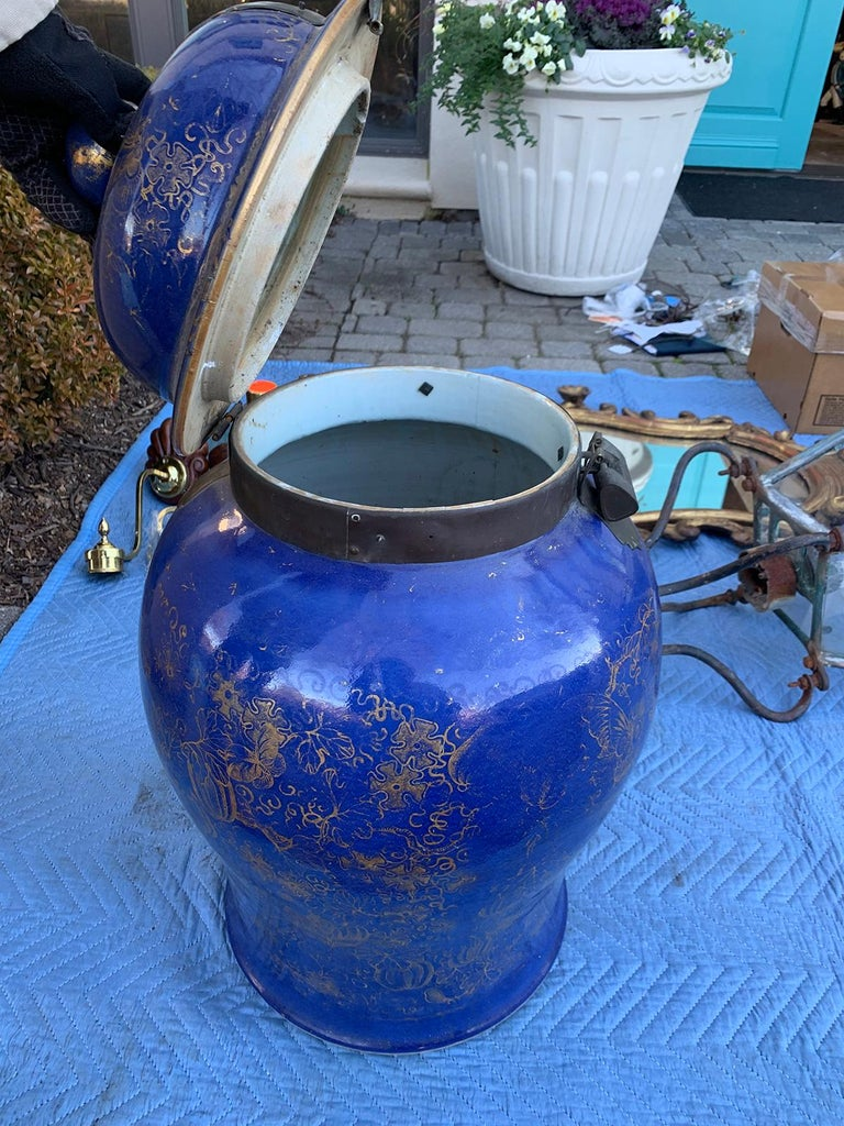 19th Century Chinese Cobalt Covered Porcelain Jar with Hinged Lid For Sale 9
