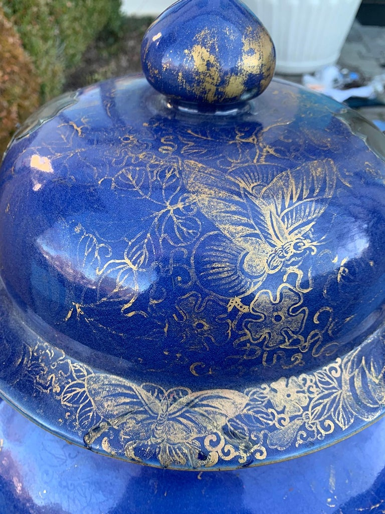 19th Century Chinese Cobalt Covered Porcelain Jar with Hinged Lid For Sale 3