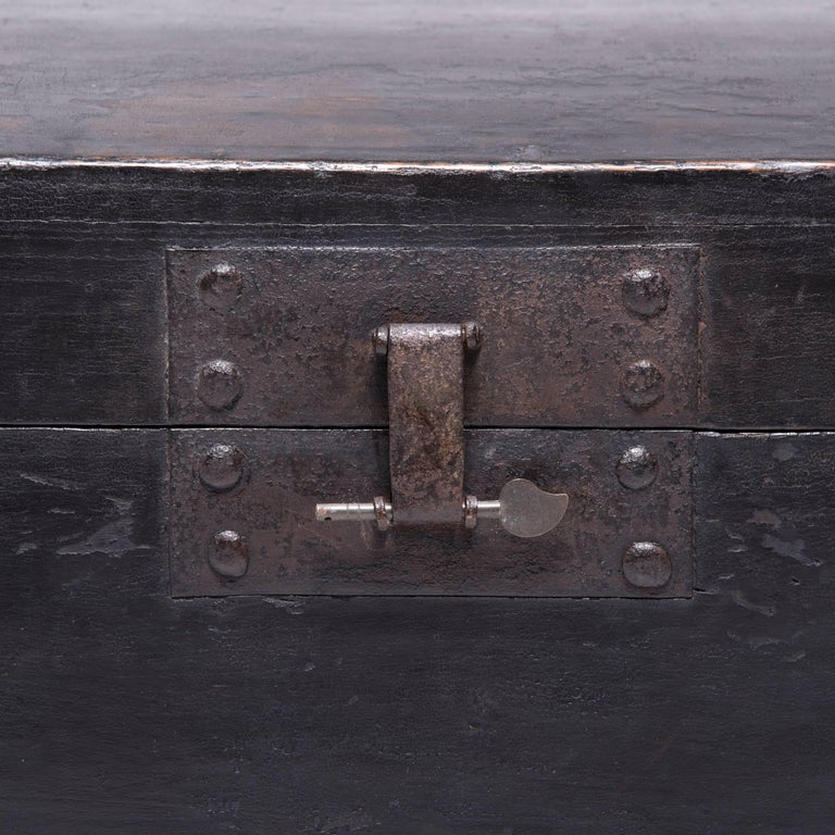 19th Century Chinese Coffered Robe Trunk For Sale 2