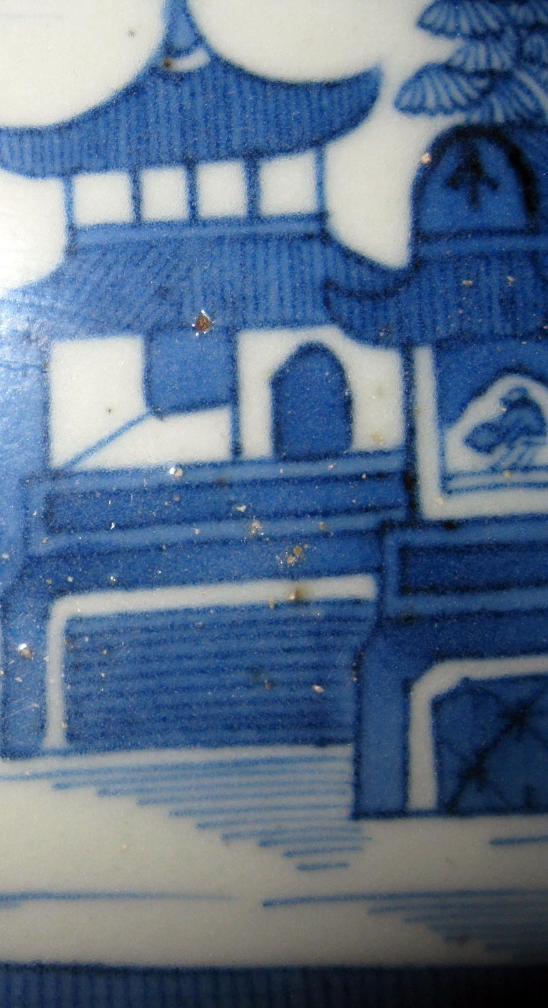 19th Century Chinese Export Blue and White Canton Ware Deep Platter For Sale 1