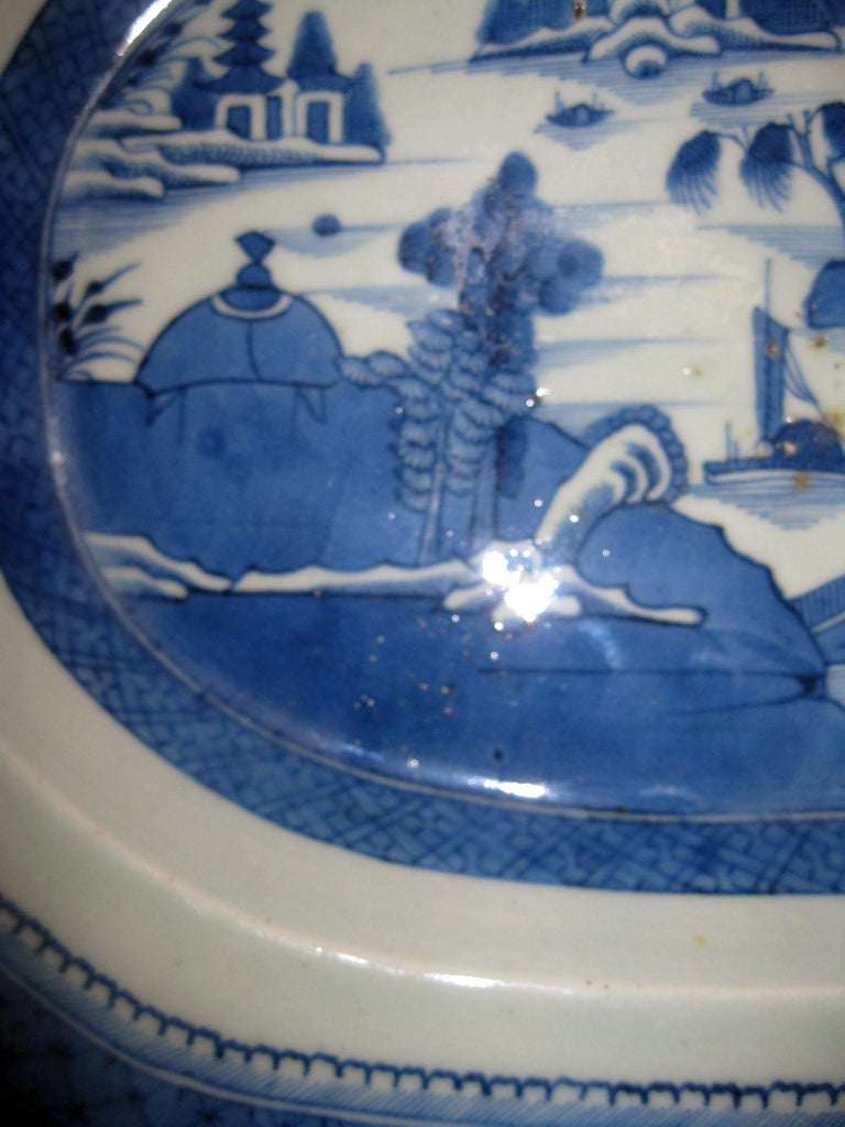 19th Century Chinese Export Blue and White Canton Ware Deep Platter For Sale 2