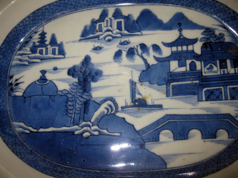 19th Century Chinese Export Blue and White Canton Ware Deep Platter For Sale 3