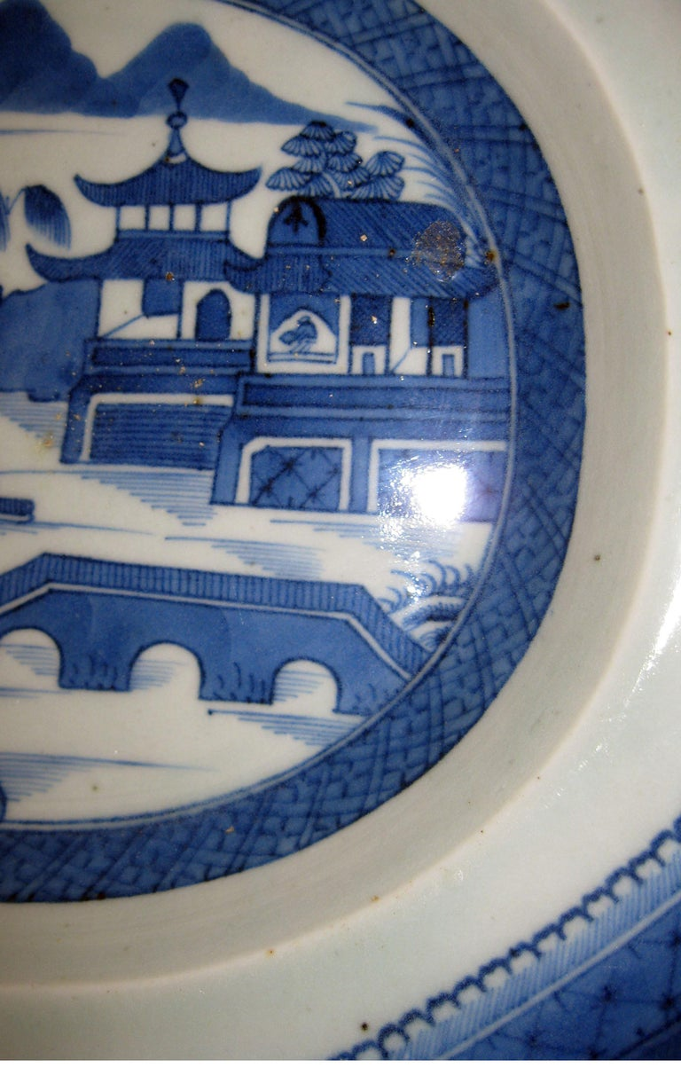 19th Century Chinese Export Blue and White Canton Ware Deep Platter For Sale 4