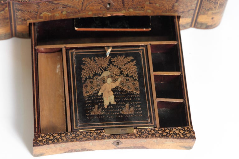 19th Century Chinese Export Chinoiserie Lacquer Sewing Box For Sale 12