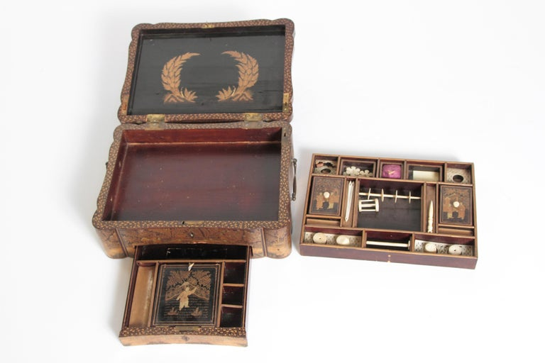 19th Century Chinese Export Chinoiserie Lacquer Sewing Box For Sale 15