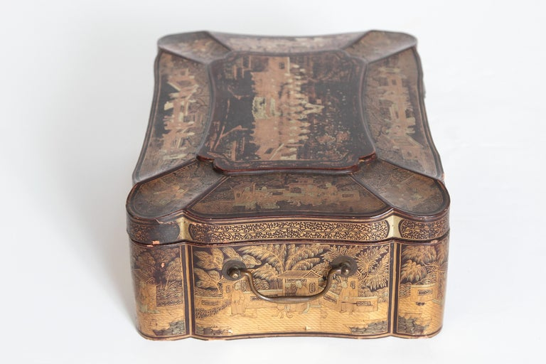 19th Century Chinese Export Chinoiserie Lacquer Sewing Box For Sale 1