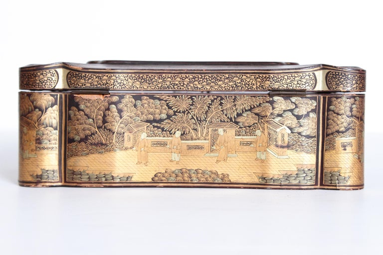 19th Century Chinese Export Chinoiserie Lacquer Sewing Box For Sale 4