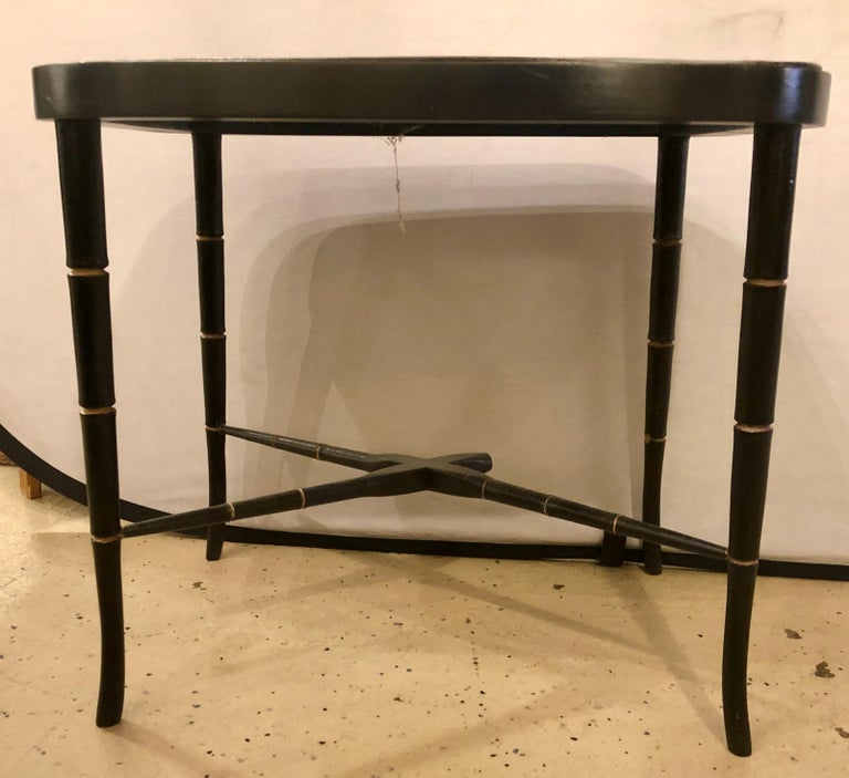 19th century Chinese export chinoiserie tray on stand. The ebony base having a removable tray top. This table having been priced accordingly due to missing one rung on the center under carriage. Please see photographs.