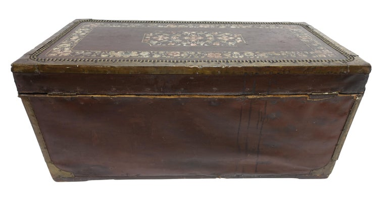19th Century Chinese Export Hand-Painted Leather Trunk For Sale 4