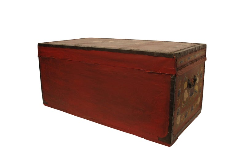 19th Century Chinese Export Hand-Painted Red Leather Trunk For Sale 2