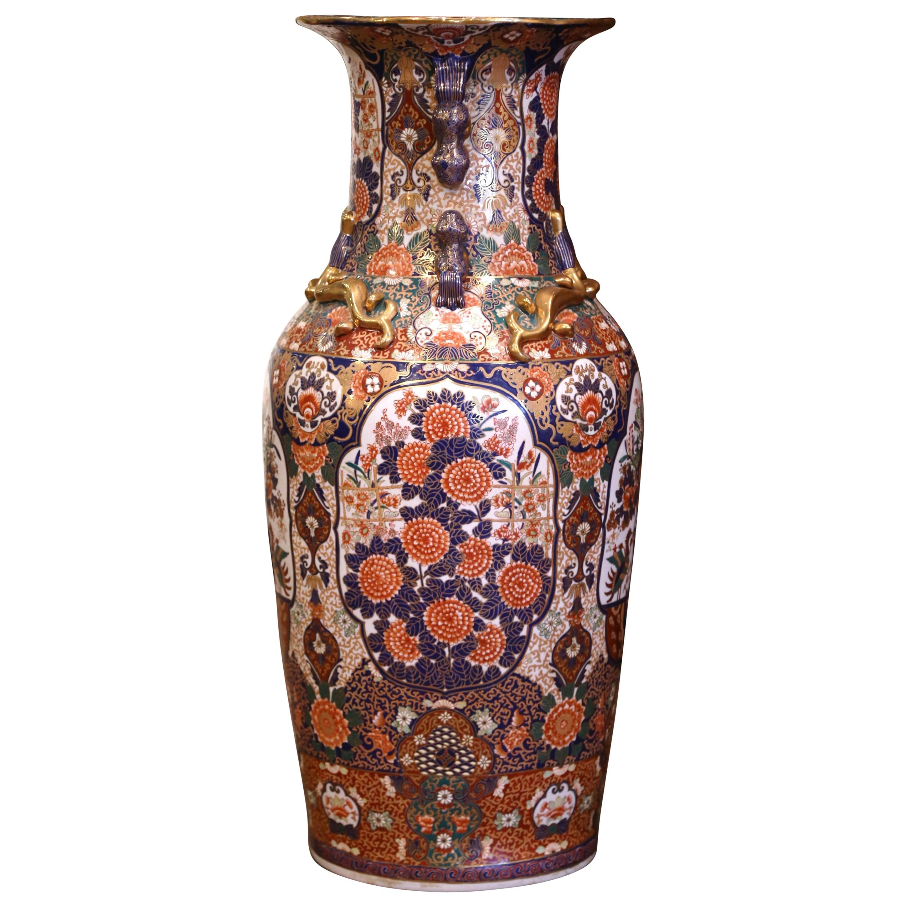 19th Century Chinese Family Rose Painted Porcelain Urn with Foo Dogs and Lizards