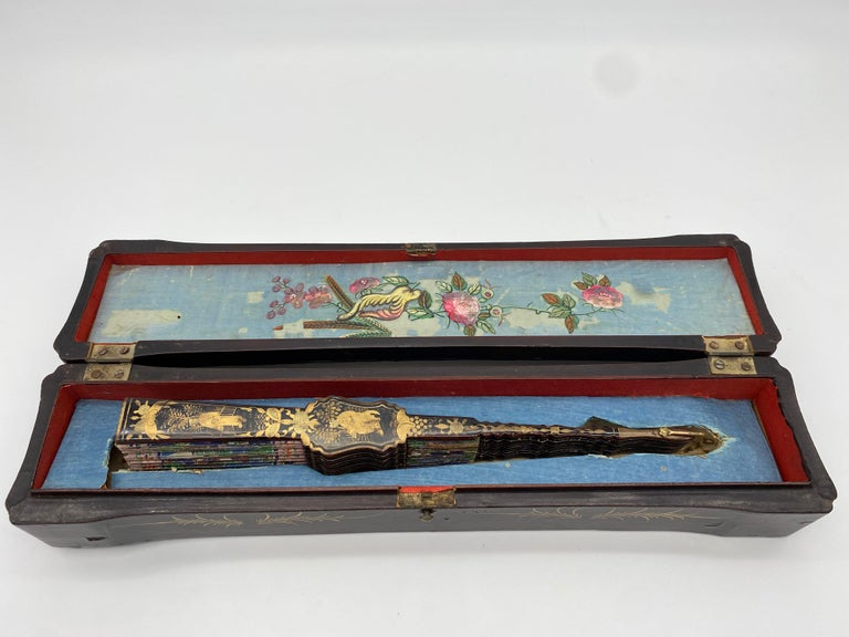 19th Century Chinese Gilt Lacquer Fan with Mother of Pearl Faces and Lacquer Box For Sale 1