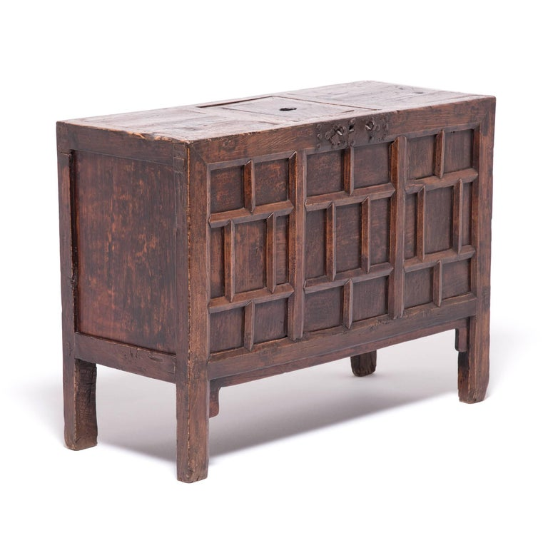 19th Century Chinese Keeper's Chest In Good Condition For Sale In Chicago, IL