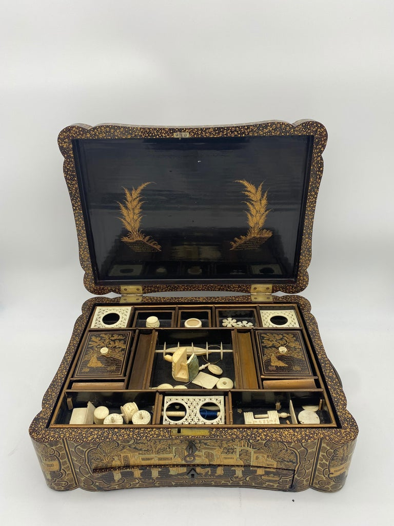 14 inch 19th Century Chinese Lacquer Sewing Box In Good Condition For Sale In Brea, CA