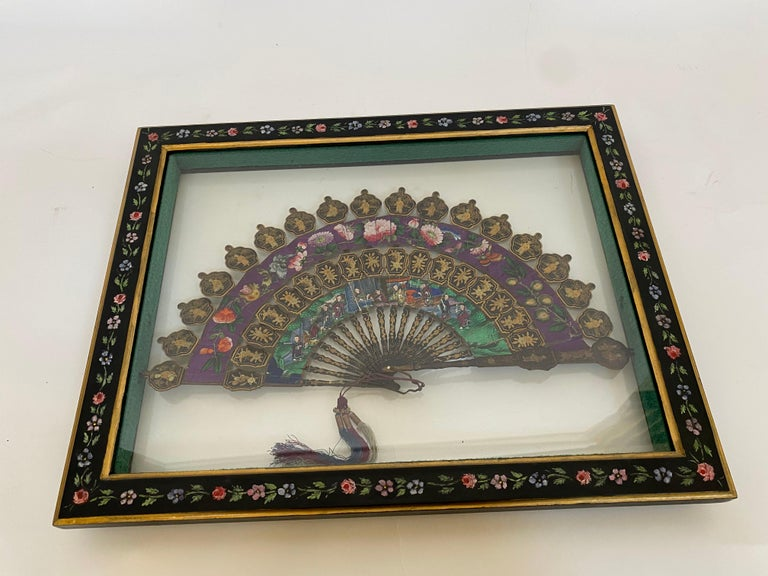 19th Century Chinese Lacquered and Giltwood Frame Fan For Sale 6