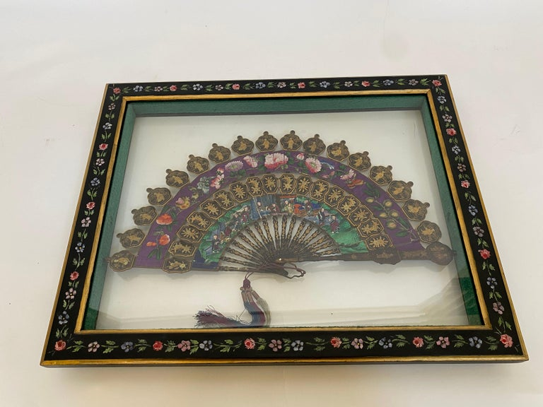 19th Century Chinese Lacquered and Giltwood Frame Fan For Sale 7