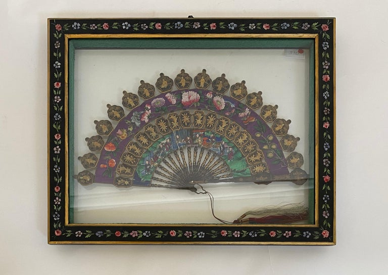 19th Century Chinese Lacquered and Giltwood Frame Fan For Sale 8
