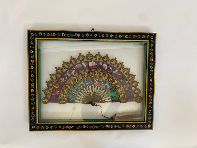 Qing 19th Century Chinese Lacquered and Giltwood Frame Fan For Sale
