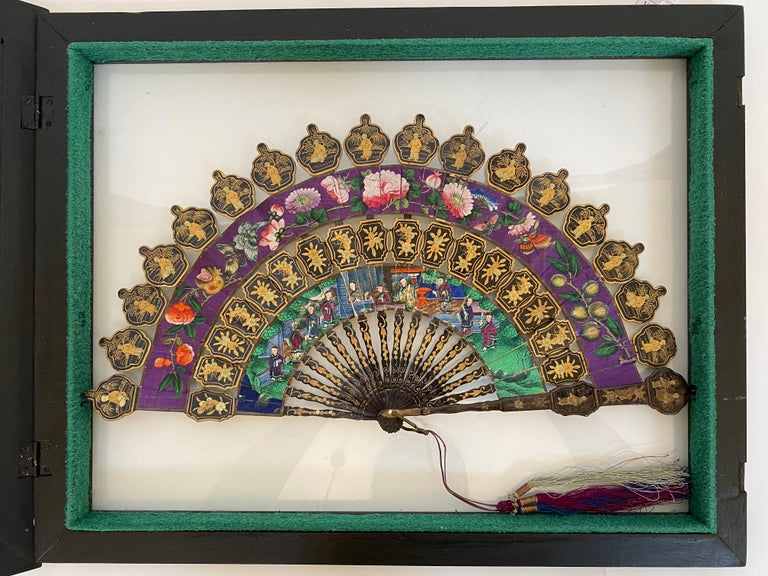 19th Century Chinese Lacquered and Giltwood Frame Fan In Good Condition For Sale In Brea, CA