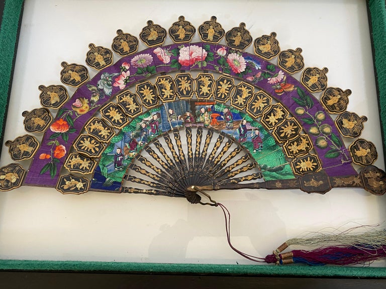 19th Century Chinese Lacquered and Giltwood Frame Fan For Sale 1