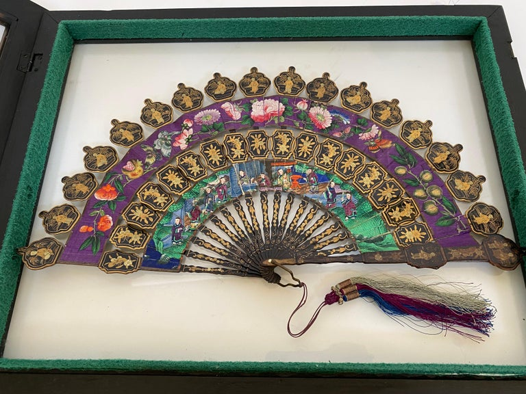 19th Century Chinese Lacquered and Giltwood Frame Fan For Sale 3