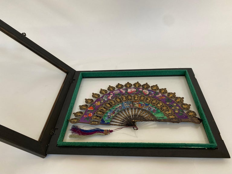 19th Century Chinese Lacquered and Giltwood Frame Fan For Sale 4