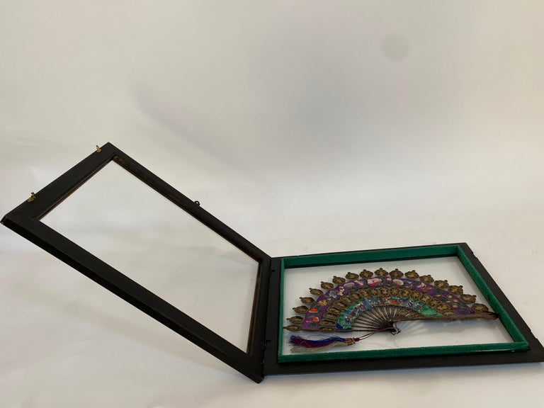 19th Century Chinese Lacquered and Giltwood Frame Fan For Sale 5