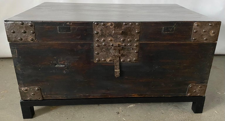 19th Century Chinese Lacquered Chest on Stand For Sale 2