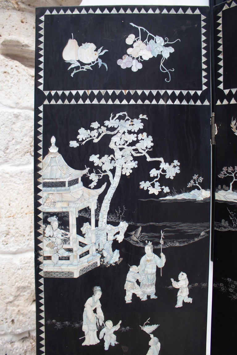 Lacquered 20th Century Chinese Mother of Pearl Inlay 4-Panel Folding Screen For Sale